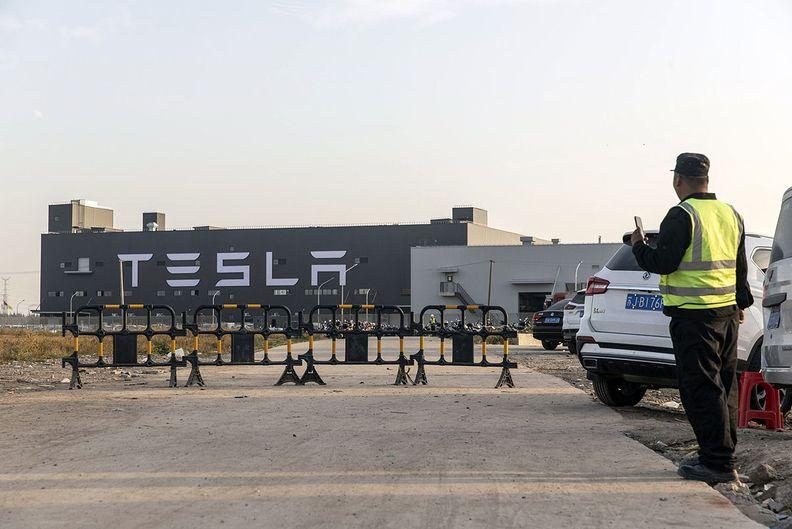 Tesla anuncia corte de salários dos funcionários nos EUA