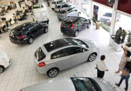 Financiamentos de veículos cai 56% em abril