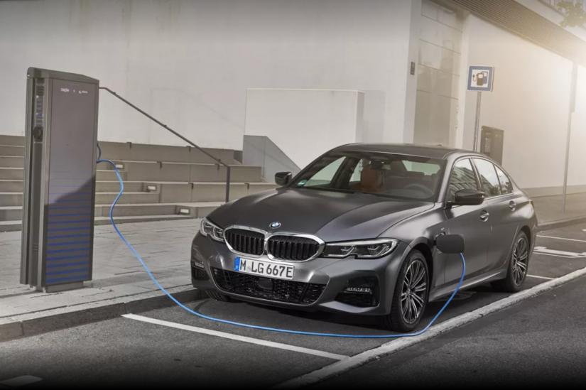 BMW lança novo Série 3 híbrido no Brasil