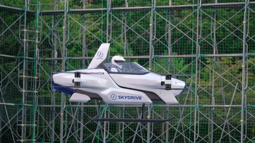 Carro voador faz vídeo com teste no Japão