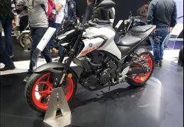 Yamaha apresenta nova moto MT-03 com visual renovado