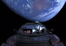 Tesla Roadster lançado ao espaço se aproxima de Marte