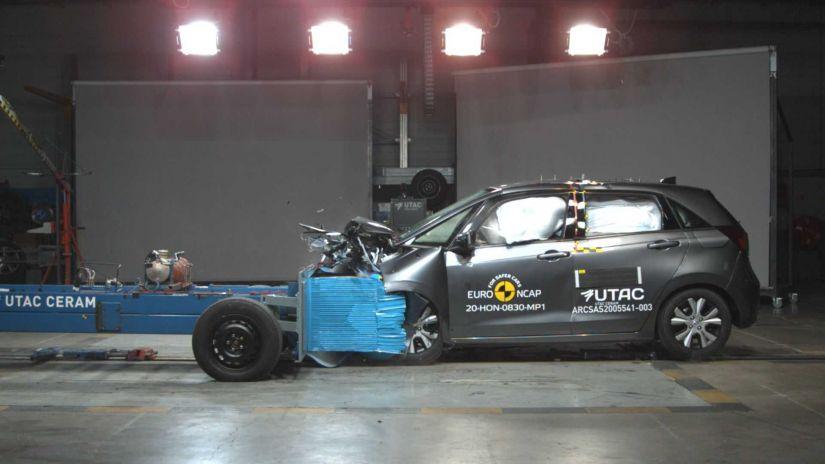 Honda Fit com airbag central é aprovado em teste de colisão