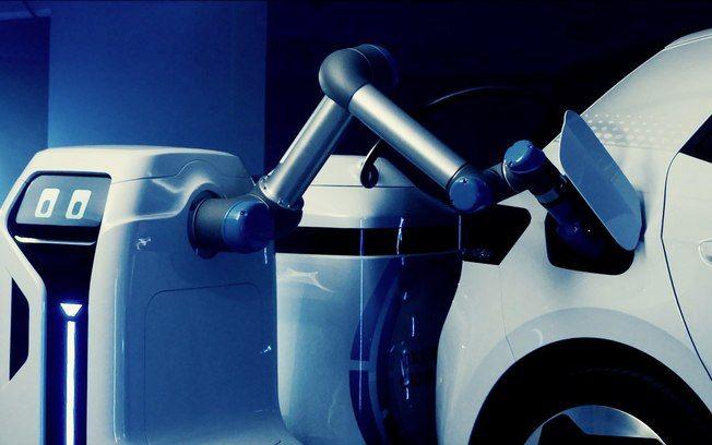 Volkswagen mostra robô que carrega bateria de carros elétricos