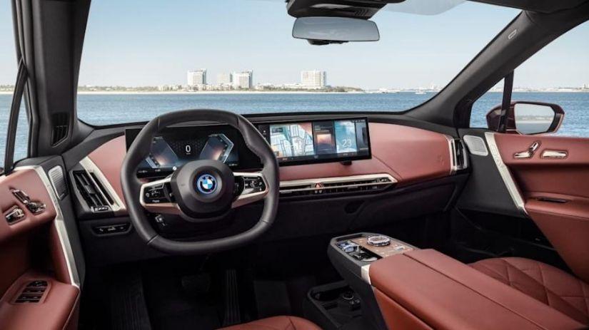 BMW lança nova central de entretenimento iDrive 8.0