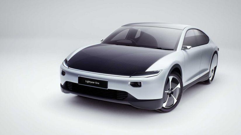 1º carro elétrico solar de produção em série deve estrear em 2024