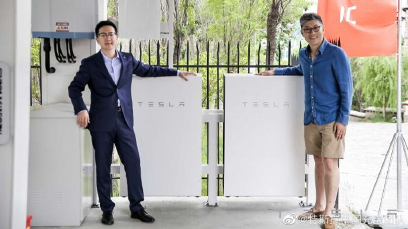 Tesla inaugura 1ª estação de carregamento solar sustentável