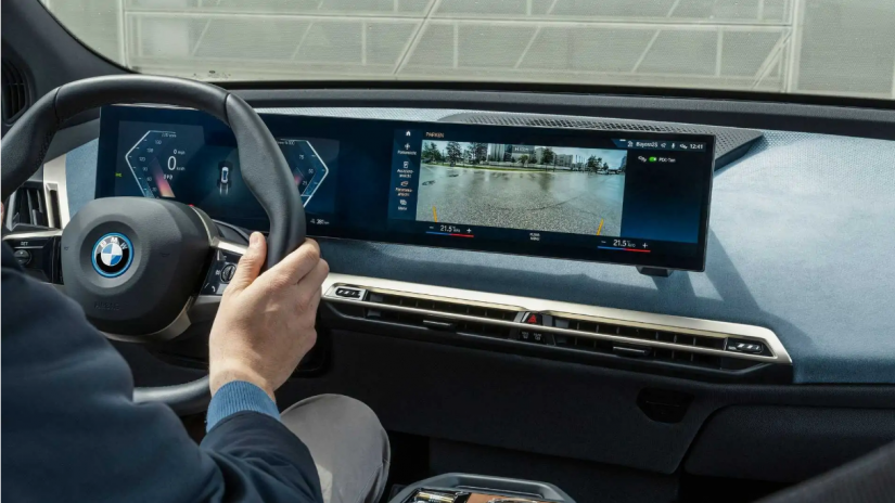 Novo BMW X1 2022 terá painel digital gigante