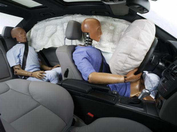 Airbags frontais, de cortinas e de joelhos