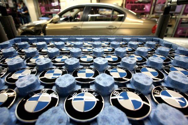 Emblemas da BMW na Fábrica