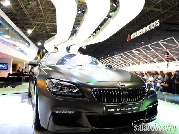 Estande da BMW no Salão do Automóvel