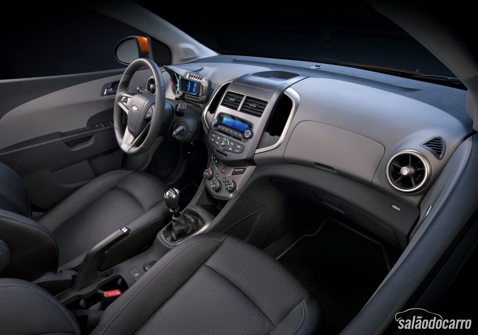 Chevrolet Sonic - Foto 6