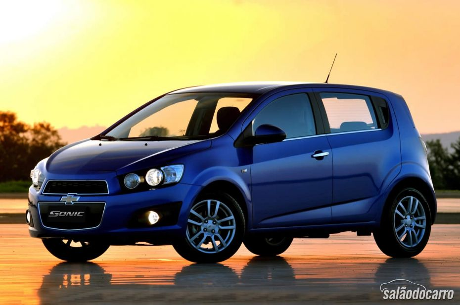 Chevrolet Sonic LTZ - Lateral