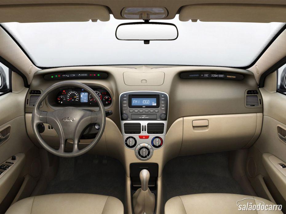 Interior carro Chery Celer 2013
