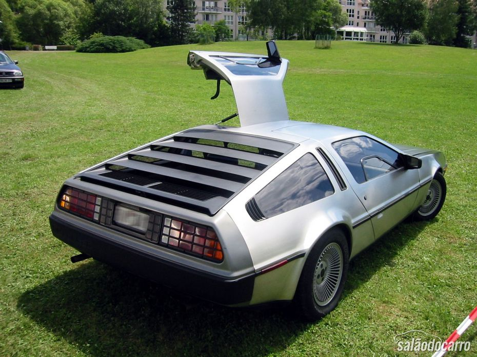 DeLorean DMC-12 - Traseira