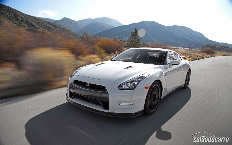 Nissan GT-R - Foto 1