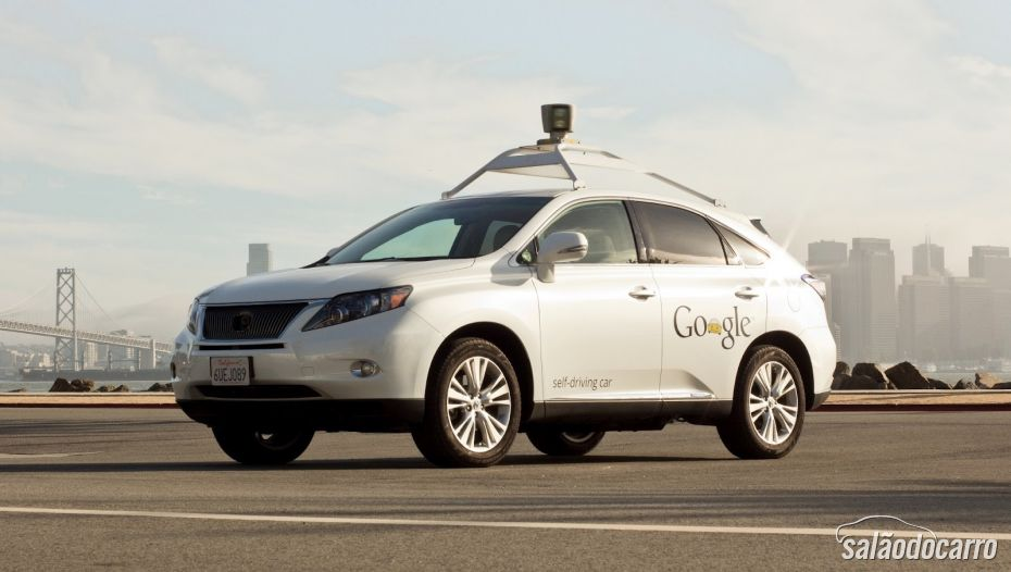 Google também testa carros autômatos.