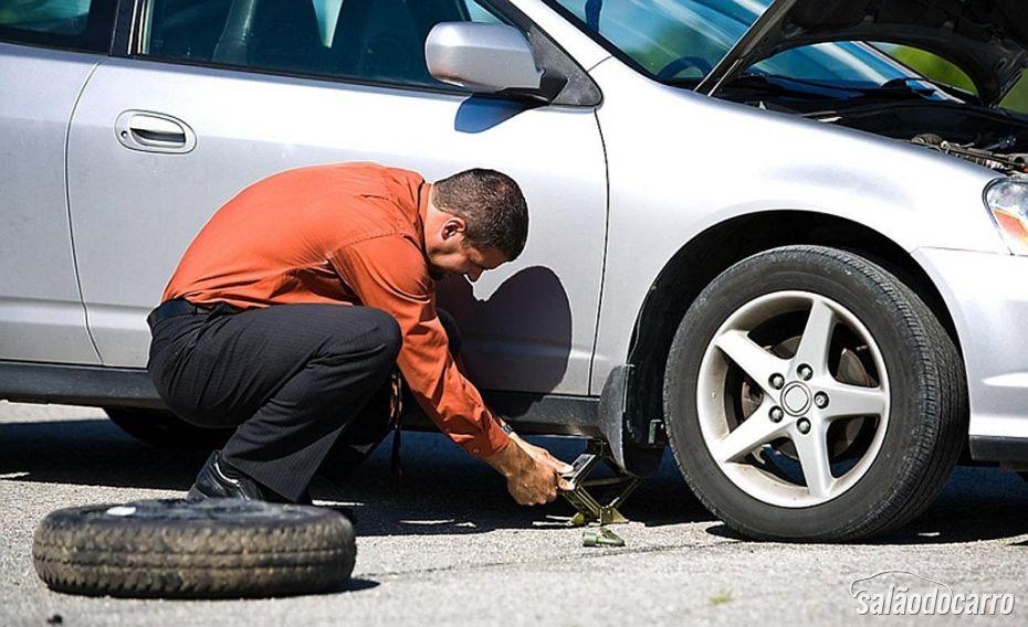 Macaco é fundamental na hora da troca de pneus.