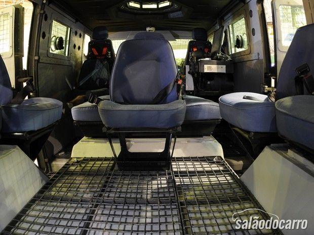 Novo caveirão tem espaço para 12 policiais.