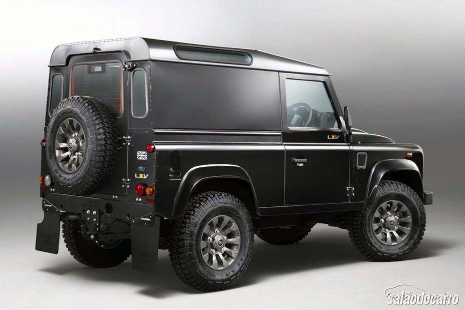 Land Rover Defender ganha versão especial de 65 anos.