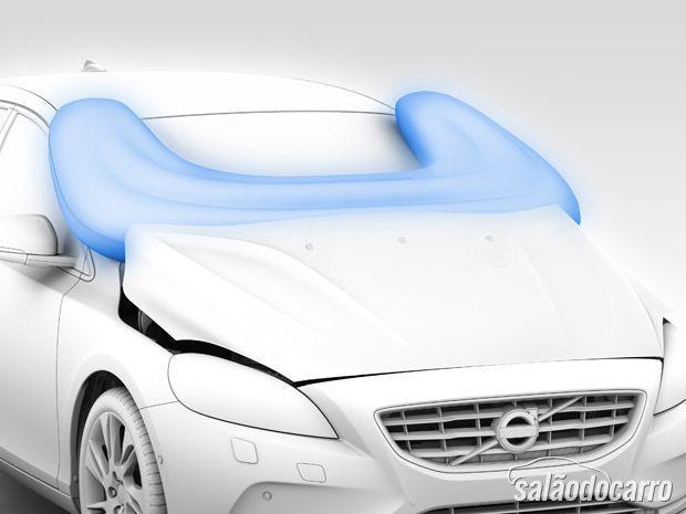 Volvo 40 oferece airbag para pedestres