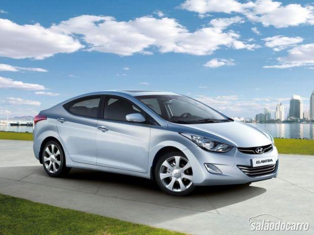 Hyundai Elantra 2.0 Flex pesa no bolso mas fica mais potente.
