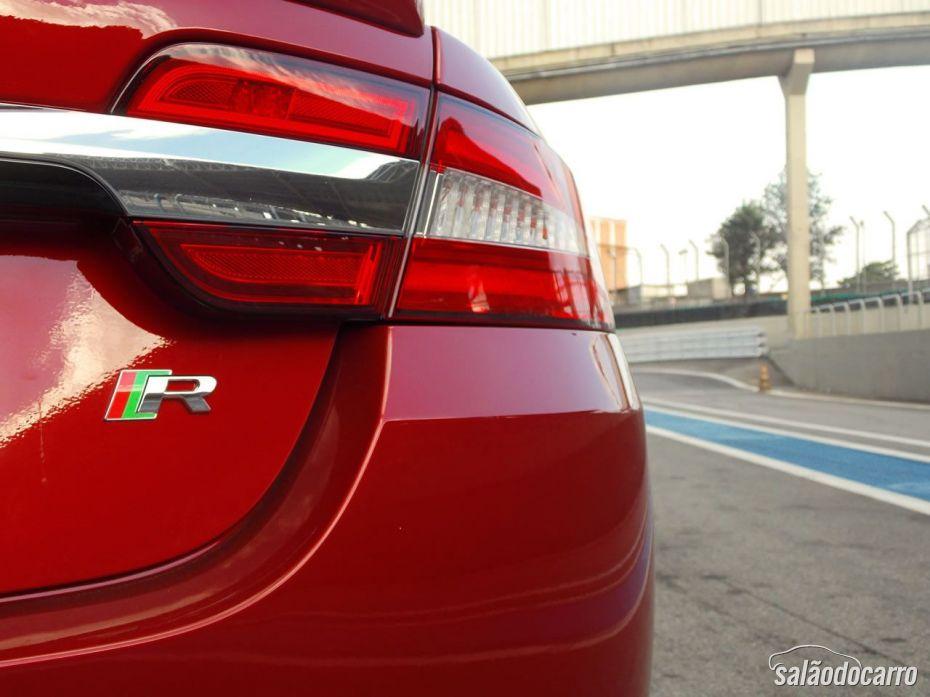 Jaguar XFR - Detalhe da lanterna traseira