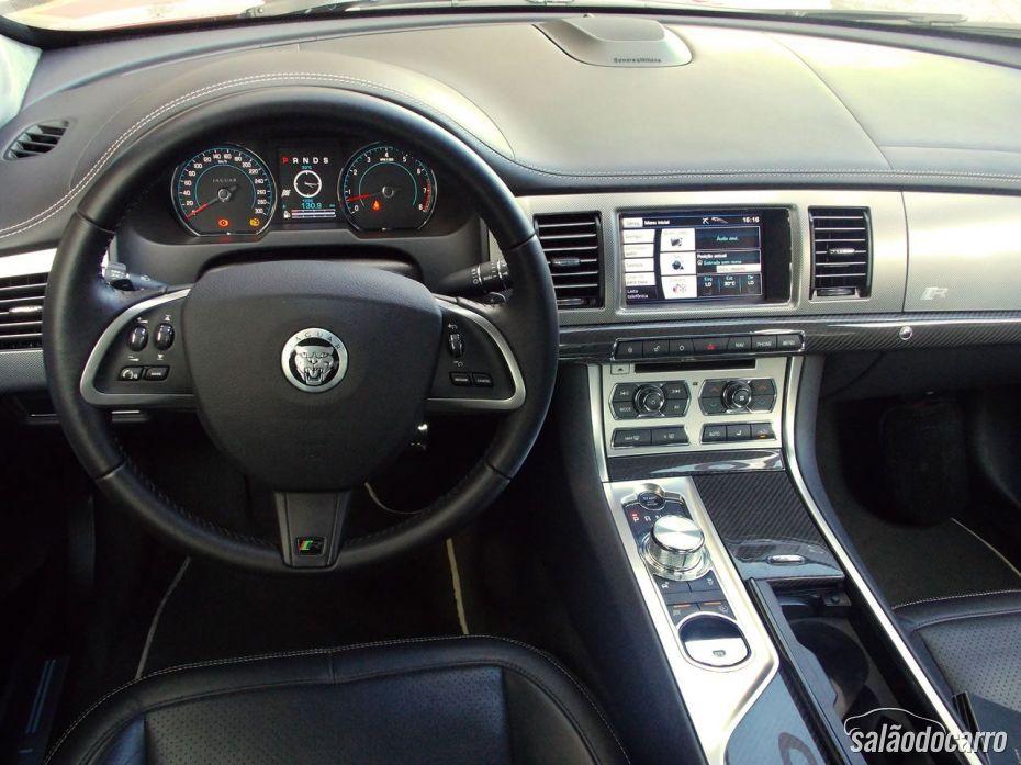 Jaguar XFR - Interior