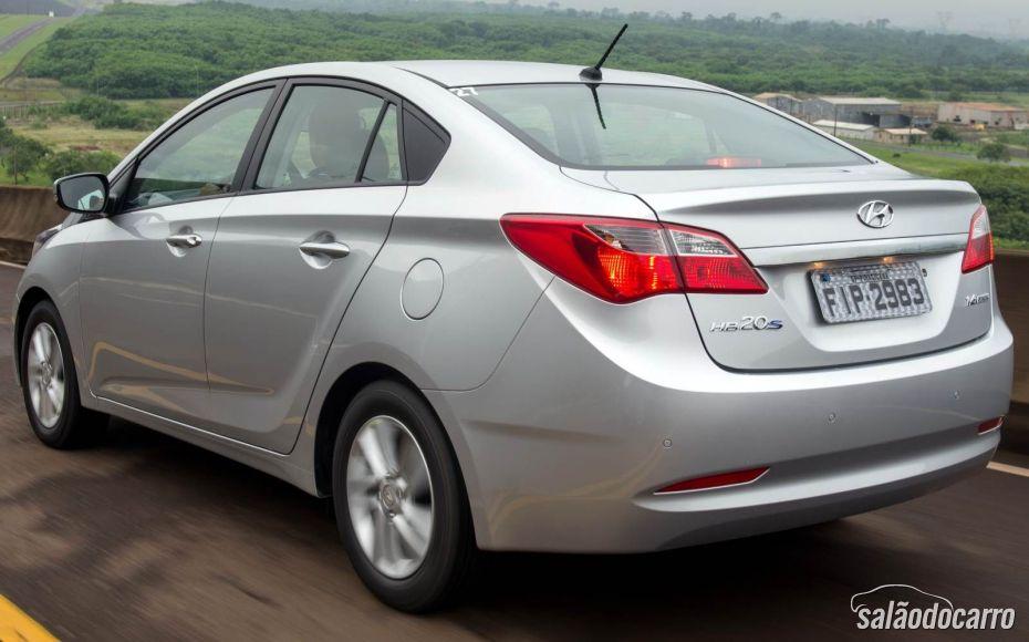 Hyundai HB20S - Traseira