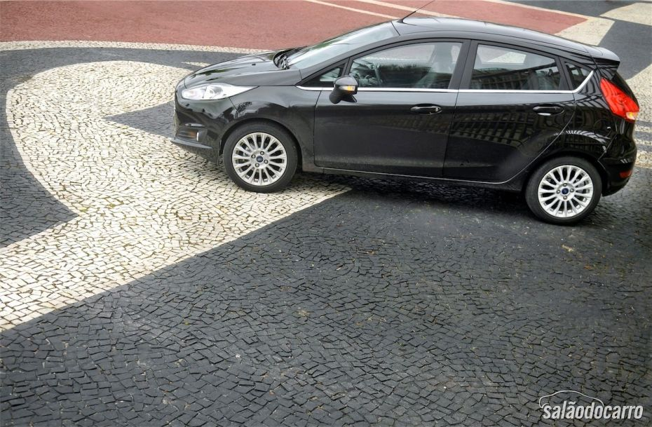 Vista lateral do New Fiesta Titanium