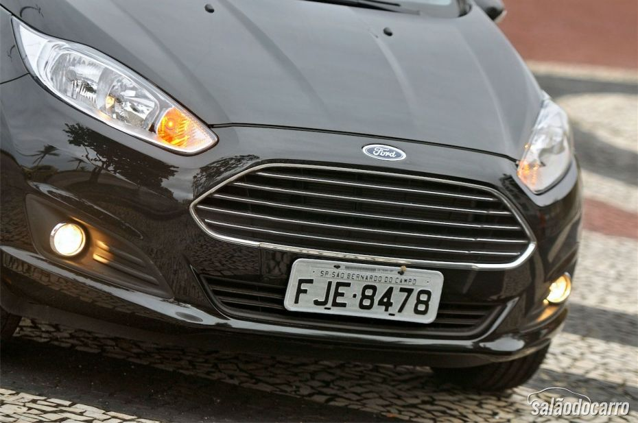 Detalhe da grade frontal do New Fiesta Titanium