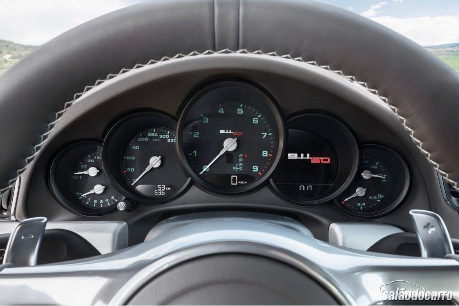 911 Carrera S 50 Years Edition teve interior reformulado.