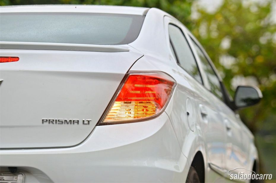 Chevrolet Prisma - Detalhe das lanternas traseiras