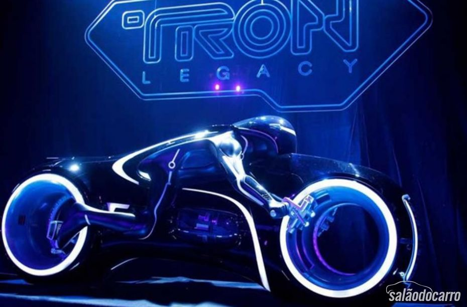 Lotus anuncia nova moto com design de Daniel Simon