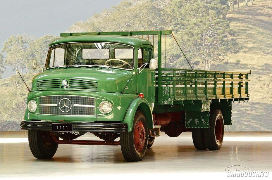 Caminhão 1111 da Mercedes-Benz