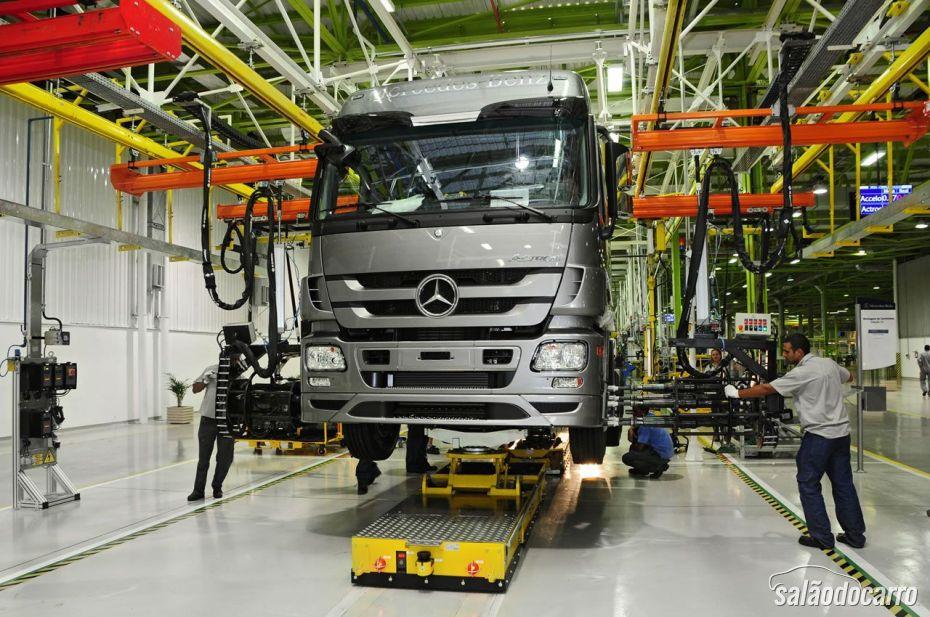 Linha de produção da Mercedes-Benz