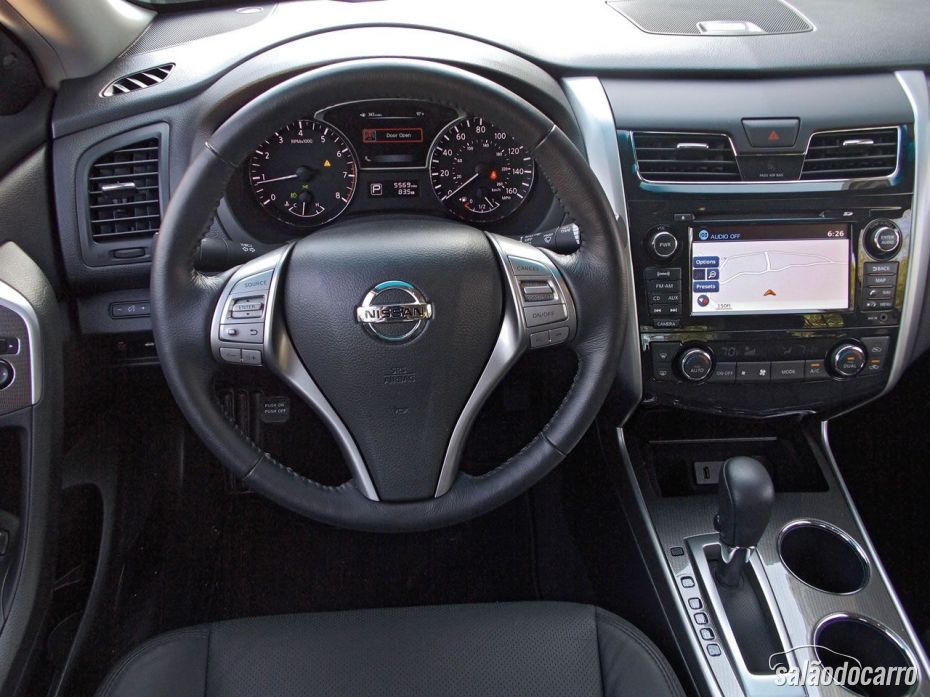 Interior do Nissan Altima