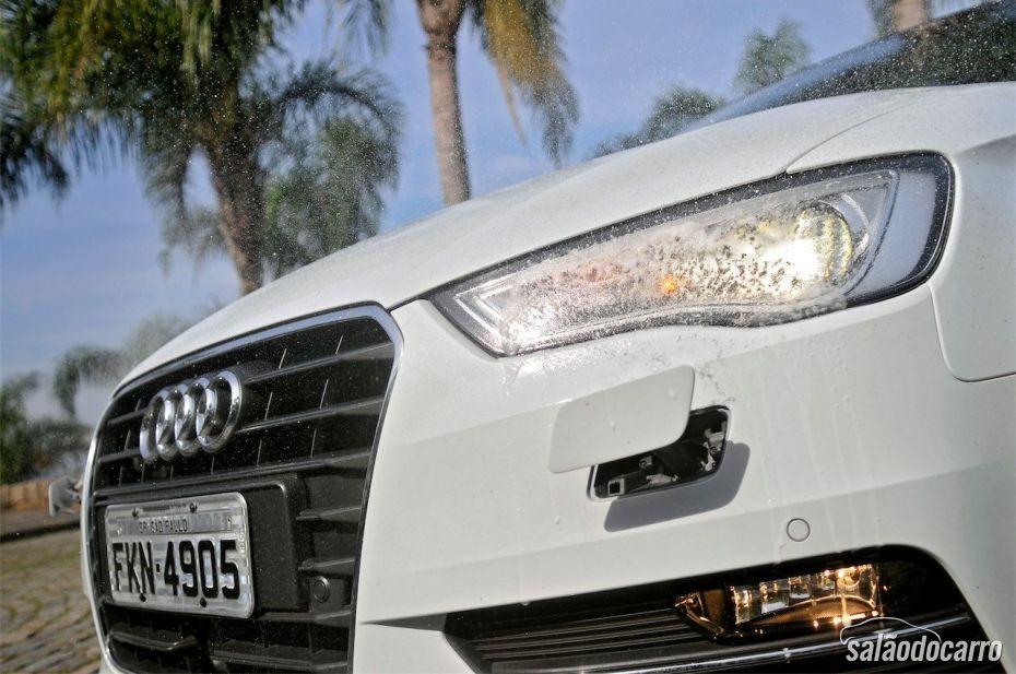Novo Audi A3 Sport - Detalhe do farol com lavador