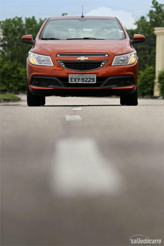 Chevrolet Onix 1.0 LT - Visão de frente