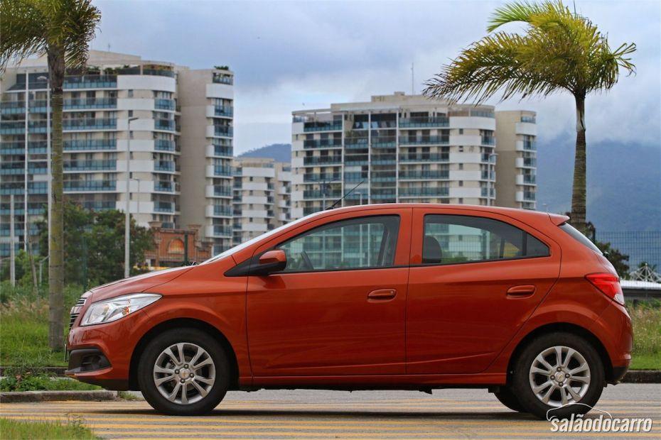 Chevrolet Onix 1.0 LT - Visão lateral esquerda