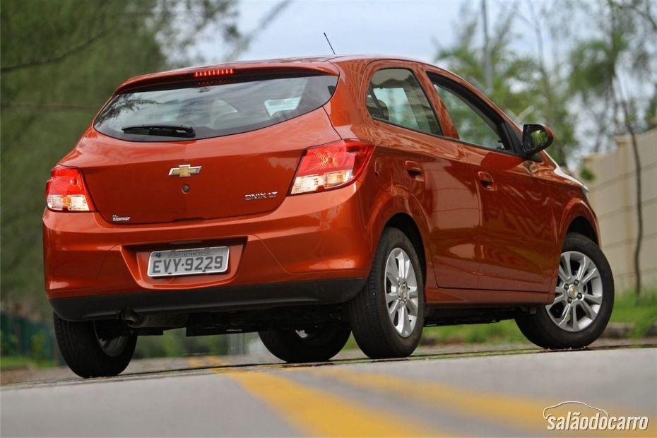 Chevrolet Onix 1.0 LT - Visão traseira