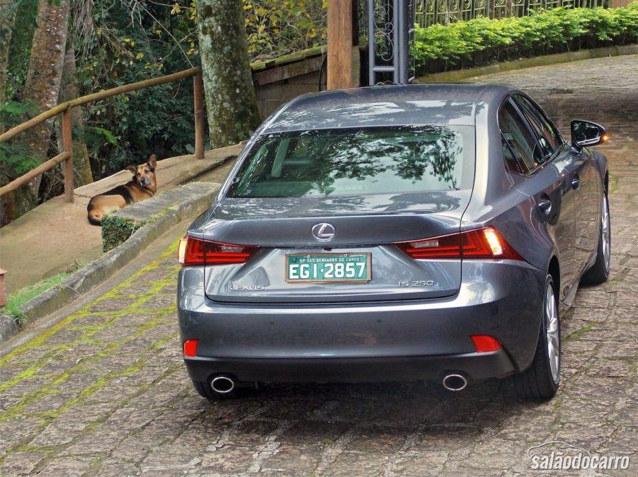 Traseira do novo Lexus IS