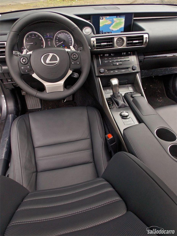 Interior do novo Lexus IS