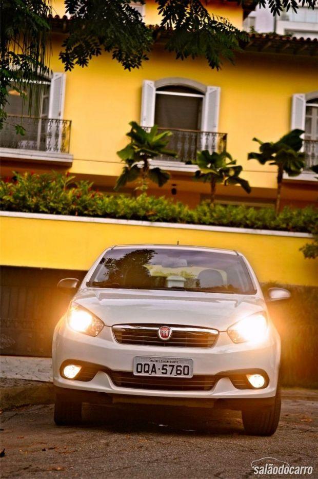 Fiat Grand Siena Sublime - Visão frontal