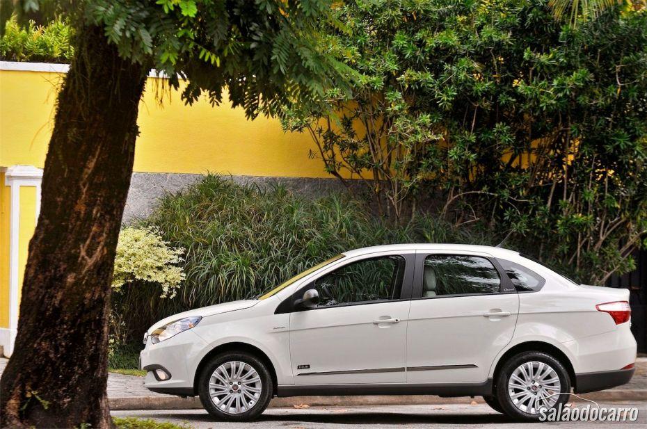 Fiat Grand Siena Sublime - Visão lateral