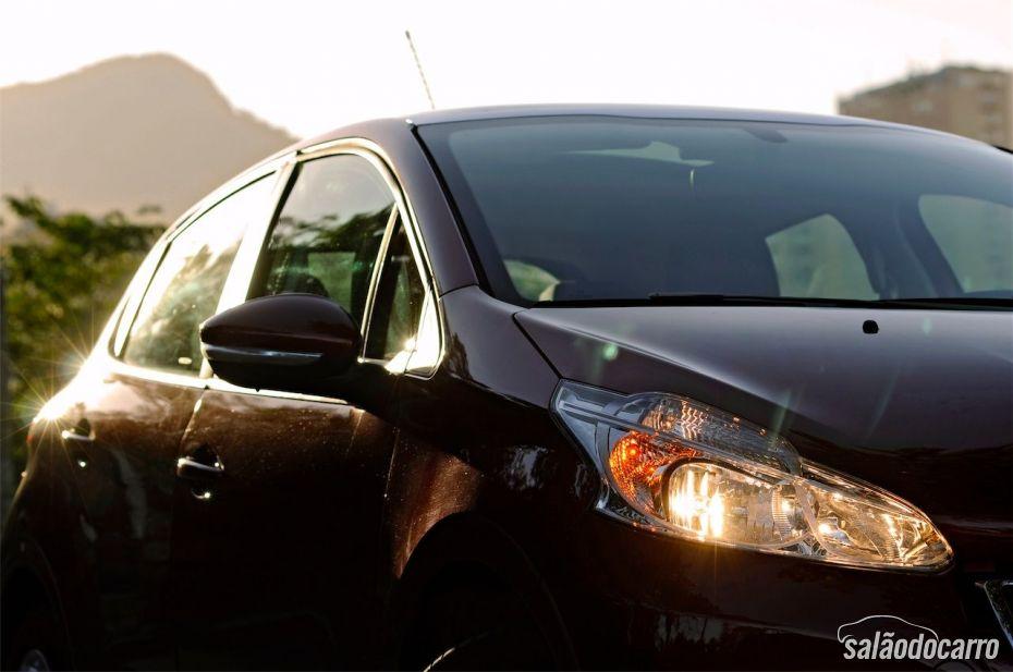 Peugeot 208 - Detalhe do farol