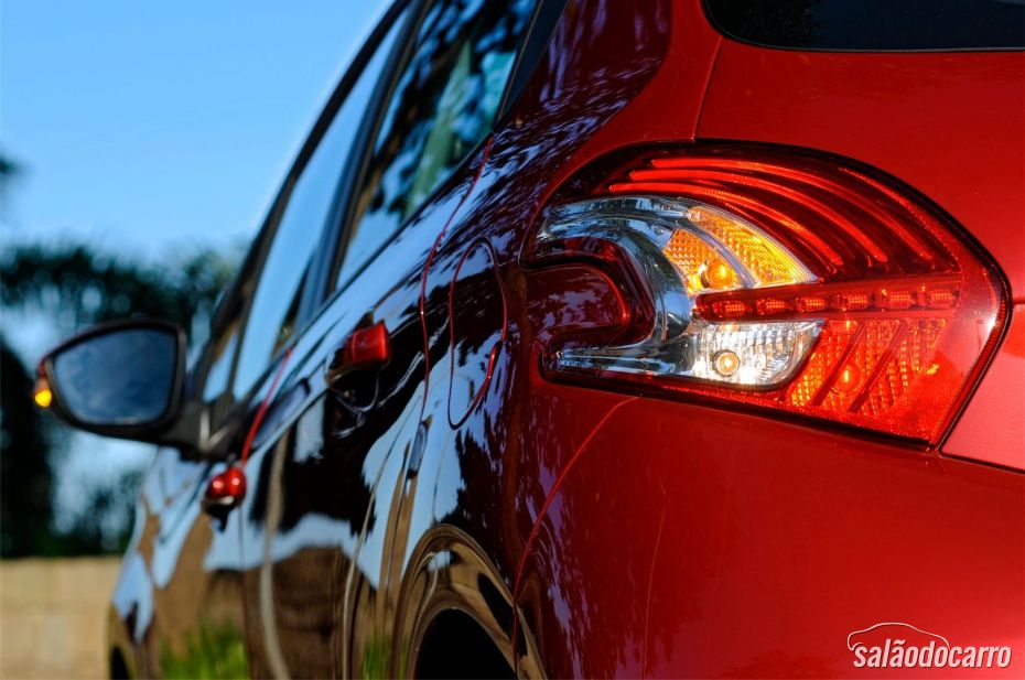 Peugeot 208 - Detalhe da lanterna