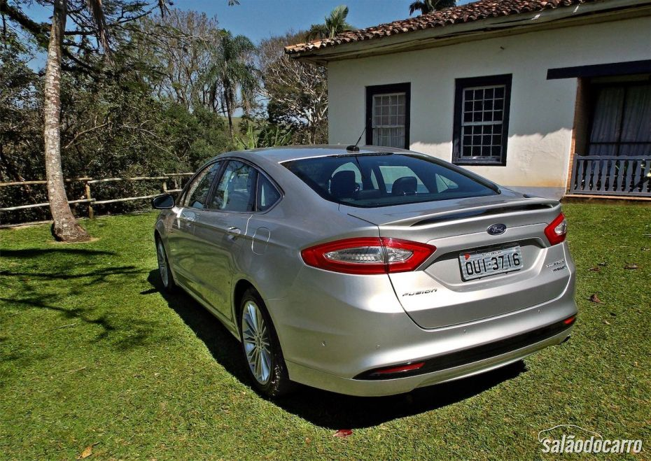 Ford Fusion Hybrid - Traseira