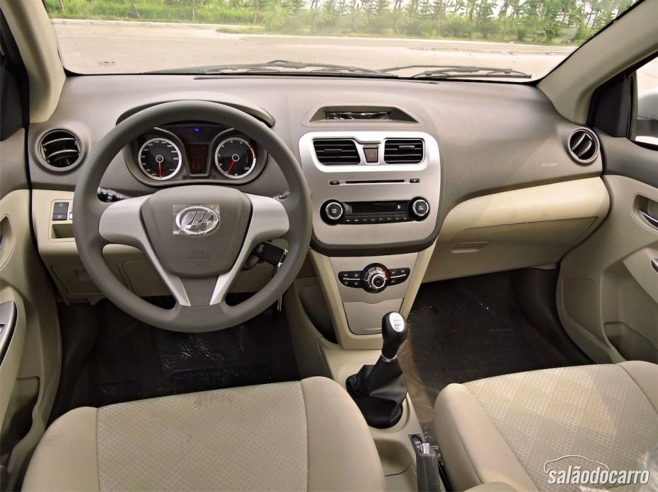 Interior do Lifan 530