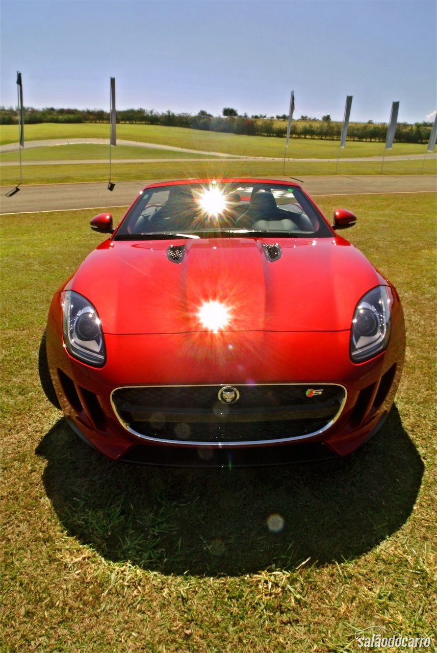 Frente do Jaguar F-Type